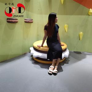 商城玻璃钢座椅现代创意商场休闲椅面包创意座椅商业美陈厂家直销