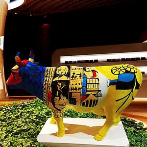 金属、玻璃钢雕塑孺子牛